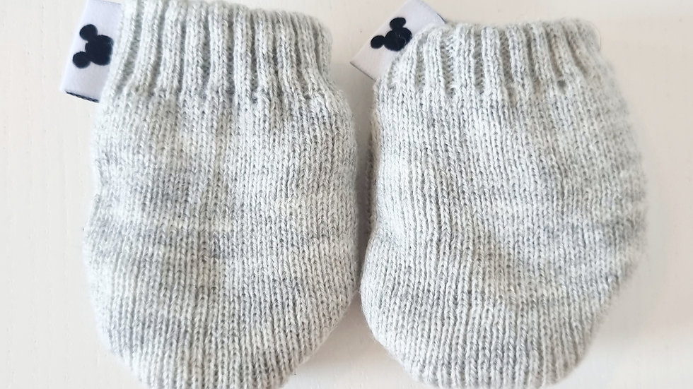 0-6 Month Disney  Gloves (Pre-loved)