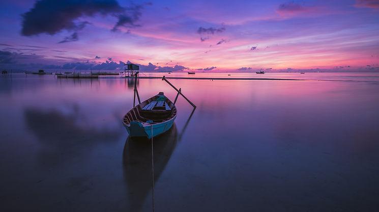 calm-dawn-landscape-33582.jpg