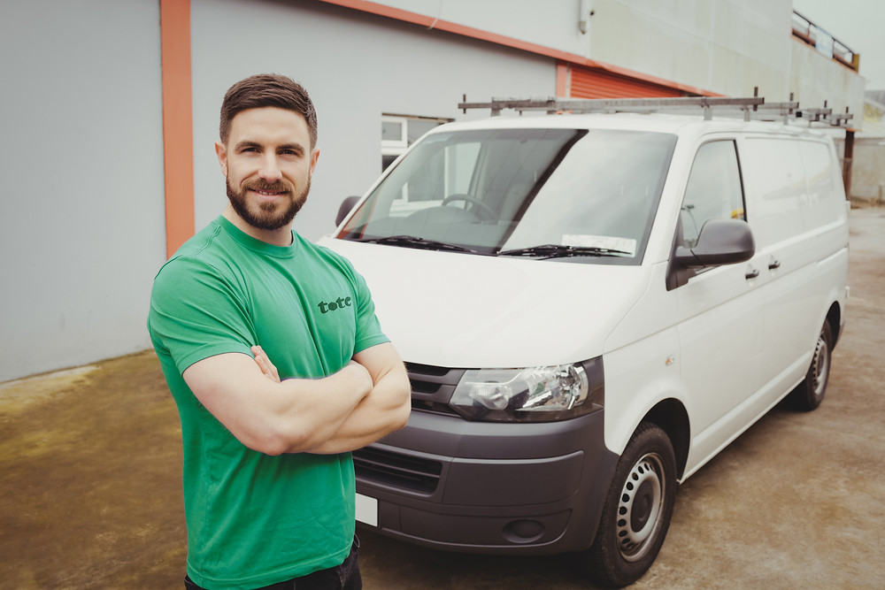 Tote Hero with his van