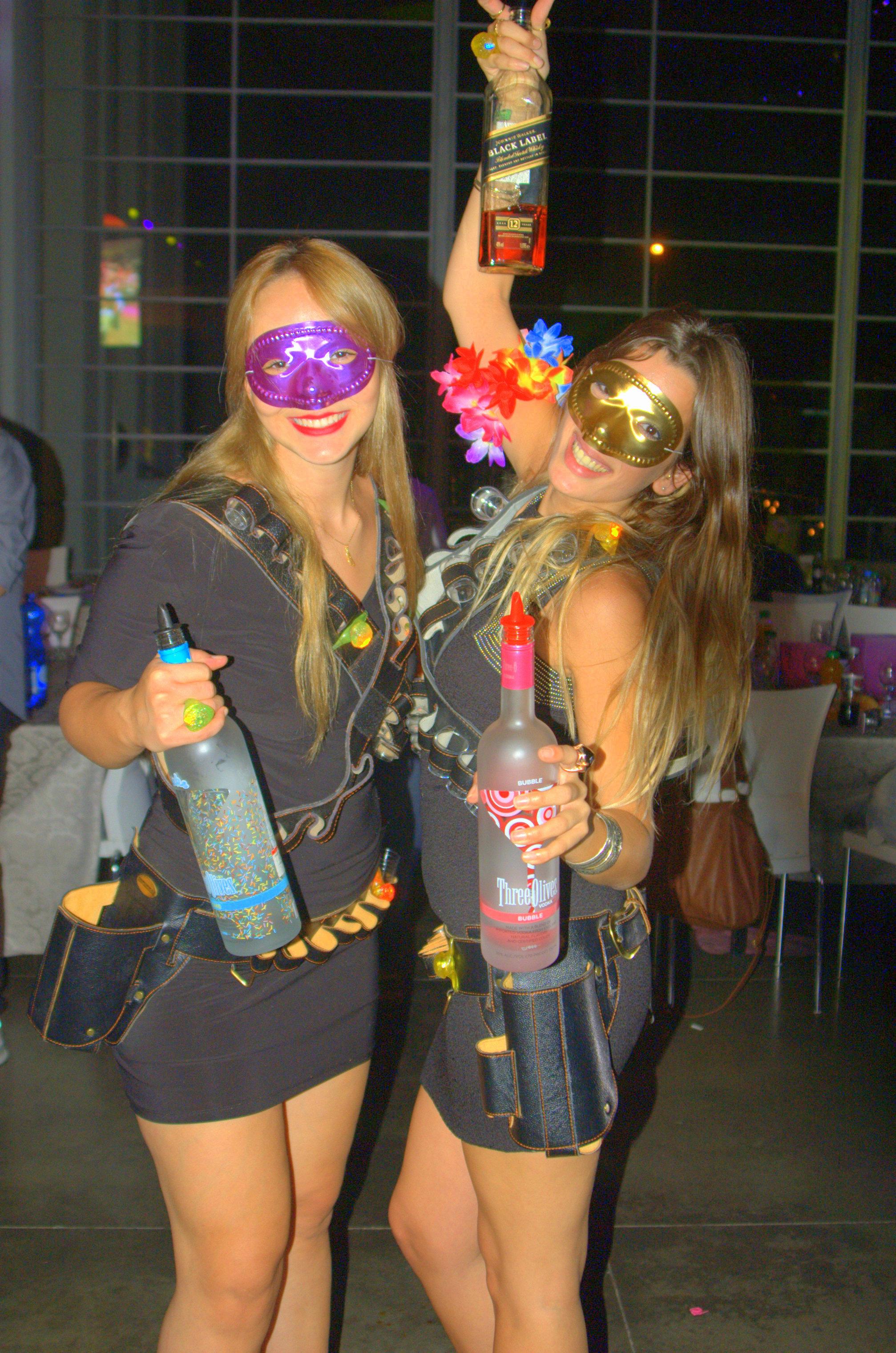דיילות אלכוהול בחתונה