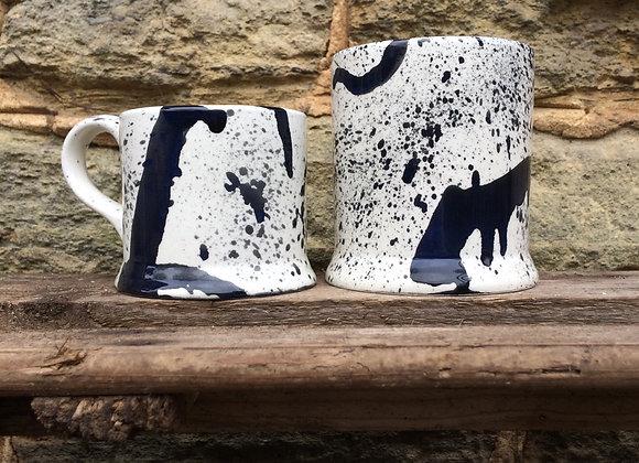 Black graffiti Regular mug