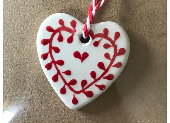 Ceramic Tag Greetings Card with Red Mistel Heart x 3