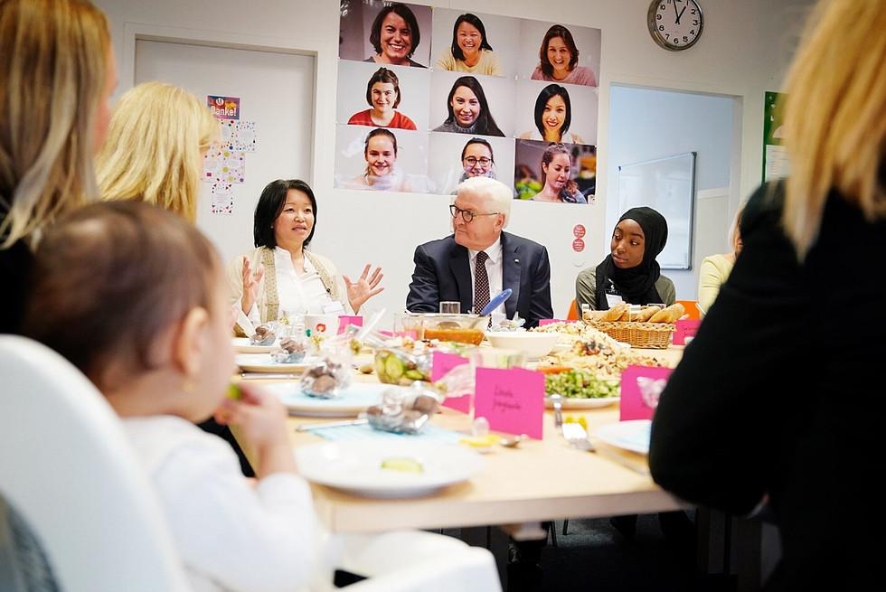 Der Bundespräsident zu Besuch im MädchenbüroMilena.