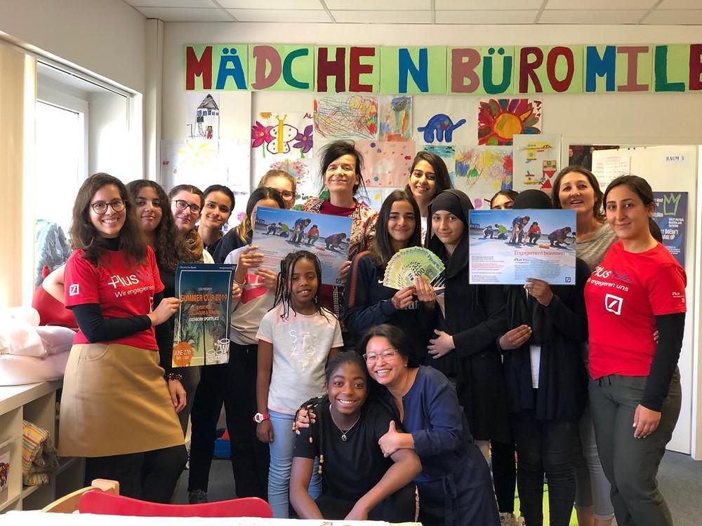 Trainees der Deutschen Bank spenden an das MädchenbüroMilena