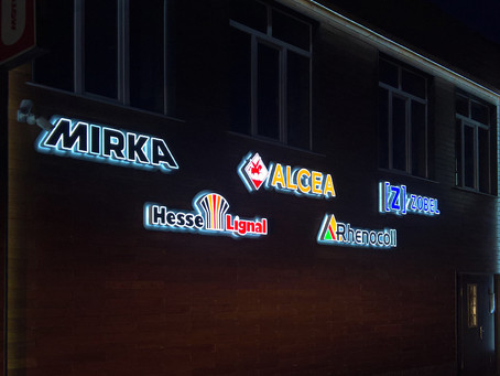 Центр красок Хамелеон в Кузнецке. Оформление фасада световыми вывесками