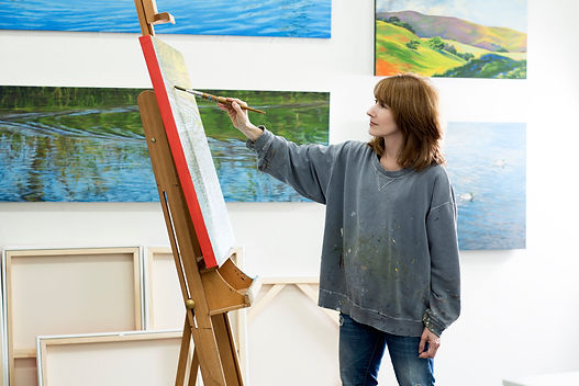 Elizabeth H. Geisler, Fine Art Painter in her studio in Sausalito, California