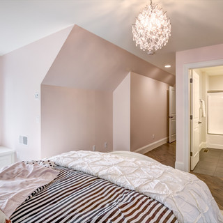 11_-_Upper_Bedroom_-_4-4.jpg