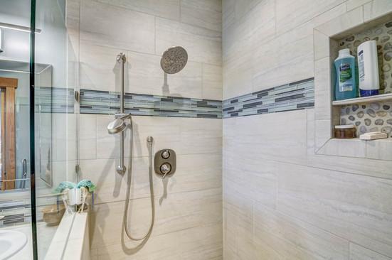07 - Master Bathroom-3.jpg
