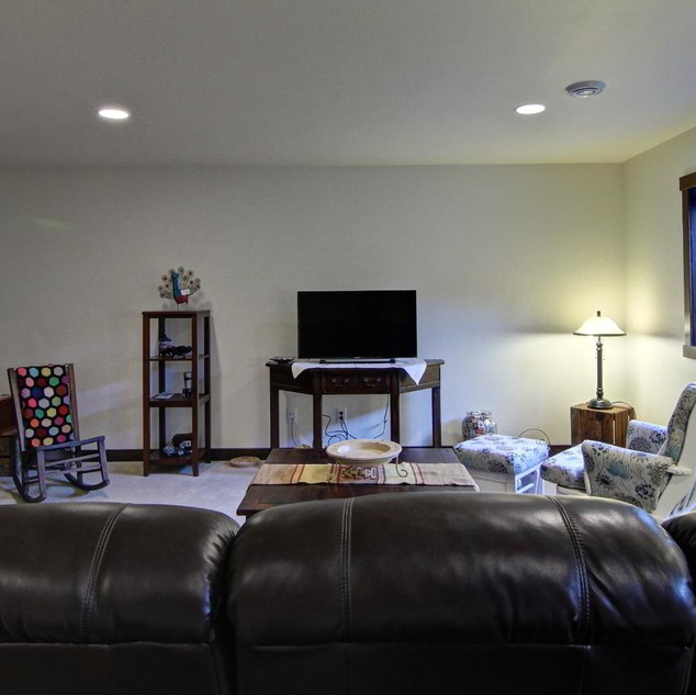 13_-_Lower_Living_Room-3.jpg