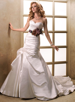 Maggie Sottero - Lynnis S'13