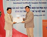 Trao giấy chứng nhận đầu tư dự án sản xuất thủy tinh thể nhân tạo đầu tiên tại Việt Nam