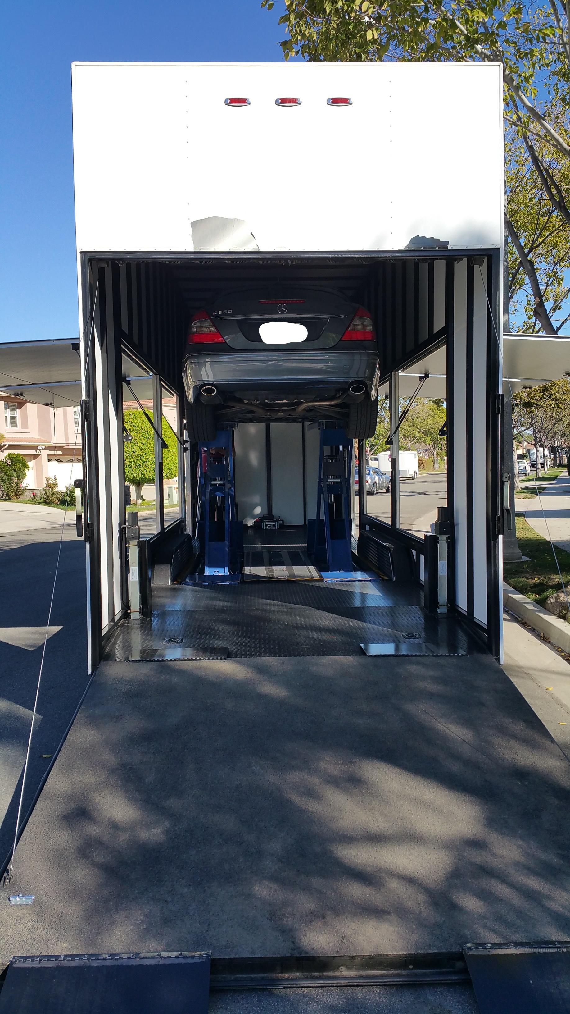 Enclosed trailer 49_LI