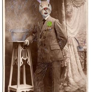 konijn aan sokkel