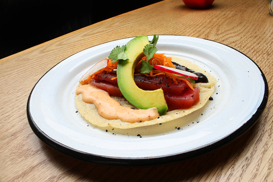 Taco de atún en tortilla de jícama