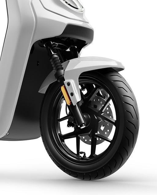 MQi GT Front Wheel.jpg