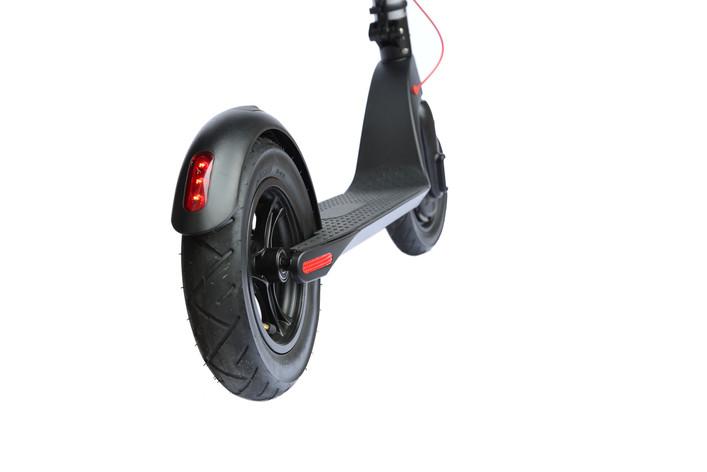 KIQ2_rear_wheel_tail_light2.JPG