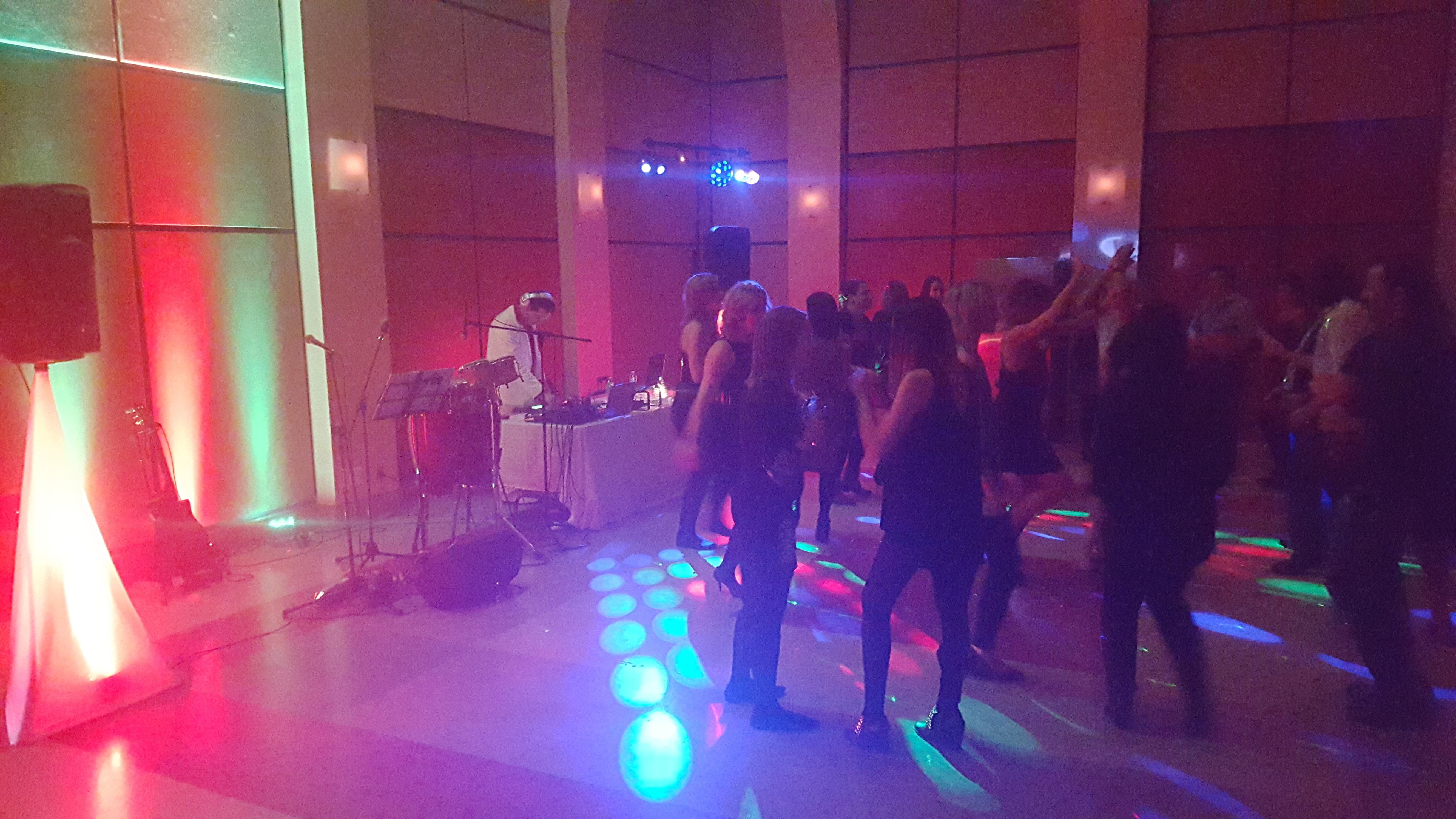 dj soirée entreprise, disco mobile