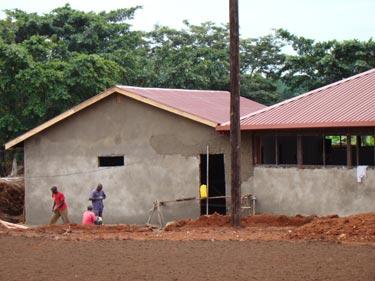Die angrenzenden Lager- und Umkleideräume werden gebaut