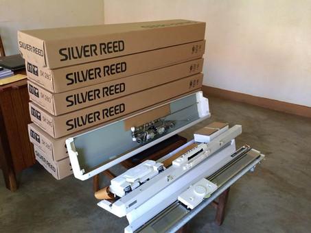 Neue Strickmaschinen für die Blindenschule