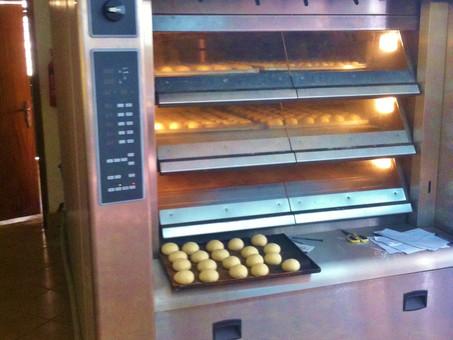 """Backwarenproduktion """"Café Marianne"""" voll im Gange"""