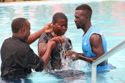 Taufe im Pool
