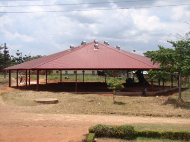 Das Dach ist fertig...