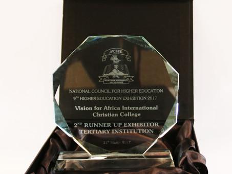 Preis gewonnen: Unser College räumt bei Ausstellung 2. Platz ab!