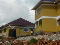 Klinik und Mitarbeiterhaus