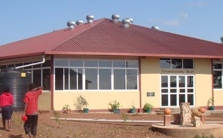 Bau einer großen Versammlungshalle
