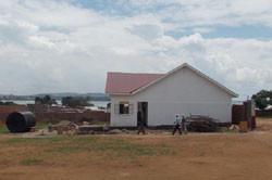 Fortschritt der Bauarbeiten in der Grunschule in Kikondo