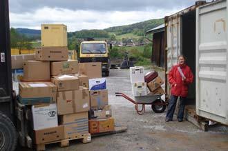 Wir packen einen Container!