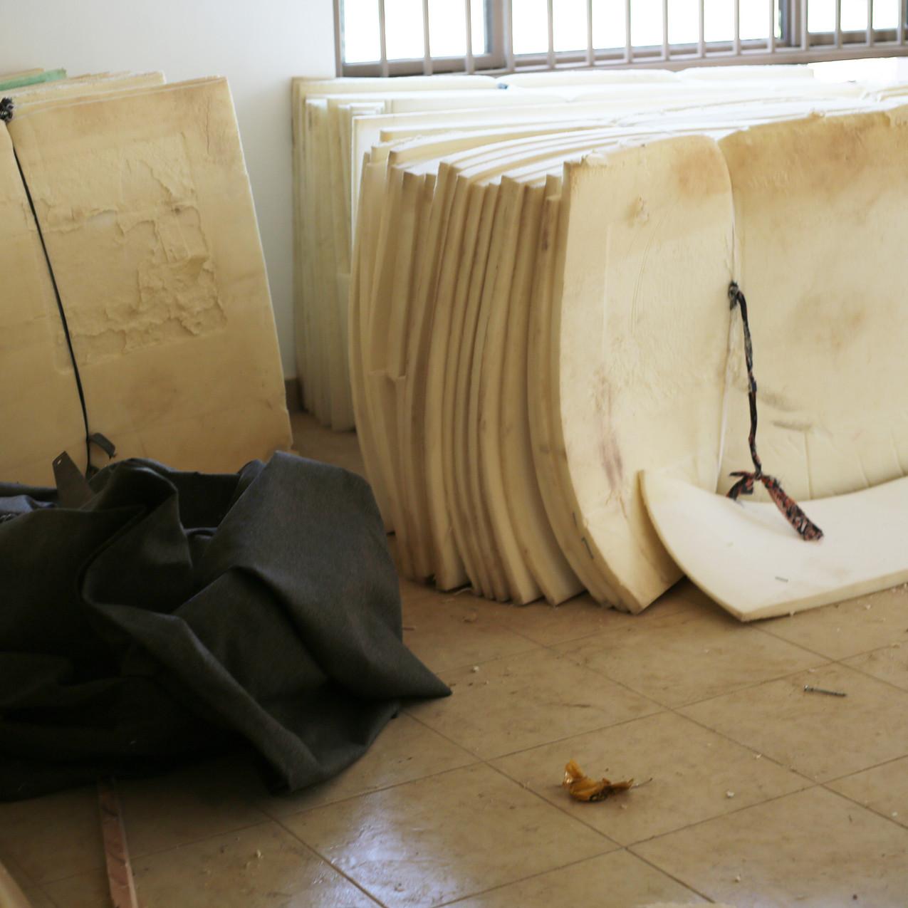 Die Matratzen sind die Füllung der Schall-Isolierung einer Schicht