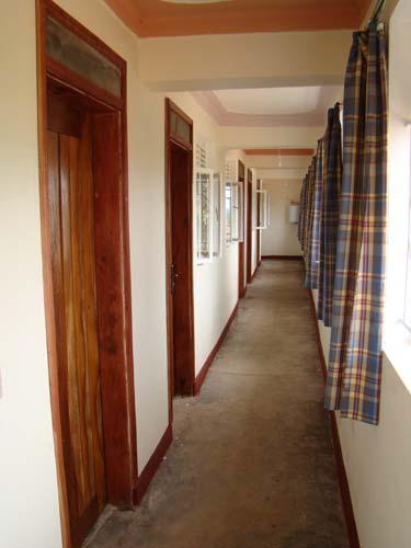 Im oberen Stockwerk finden sich noch 5 Zimmer für Mitarbeiter