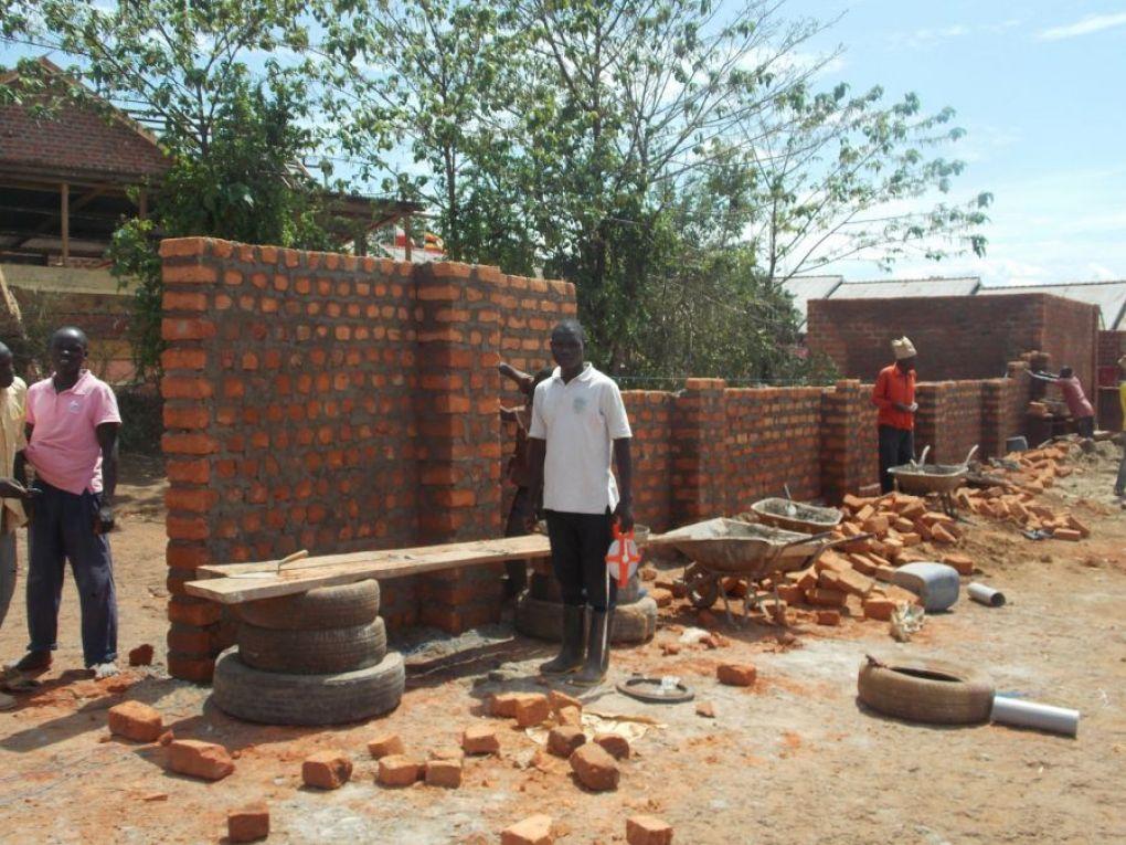 Außenmauer im Bau