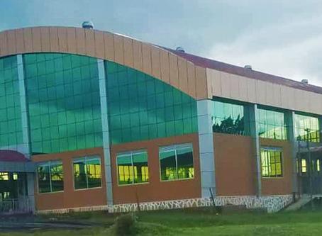 Neue Gemeinschaftshalle (Nakifuma High School) ist fertiggestellt