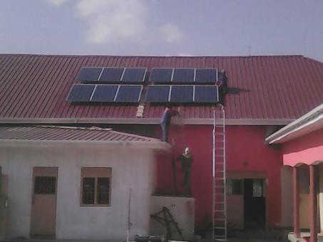 Karamoja Update: Solar Panele montiert