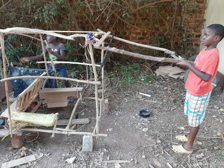 Unsere kreativen Kinder bauen ein Auto