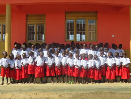 Erste Kinder in unserem Kindergarten in Karamoja