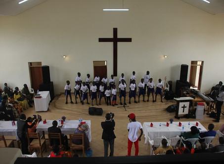 Einweihungsfeier King's Glory Church Kikondo und Mädchen Internat