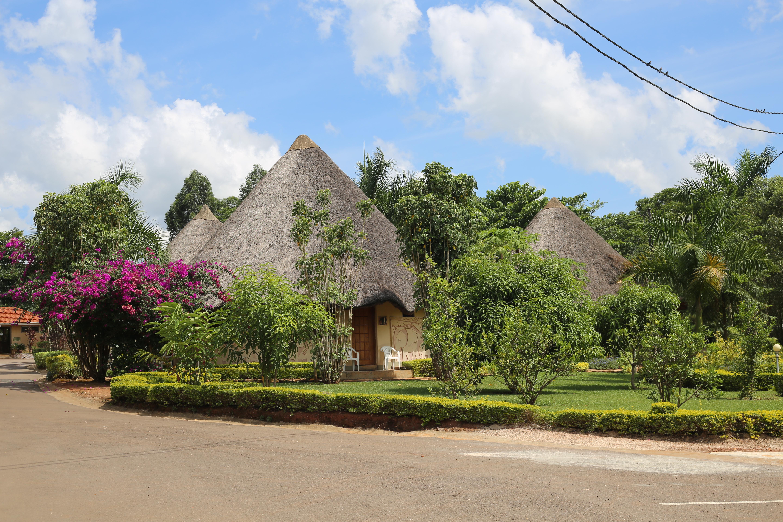 African Village Hotel - Round huts