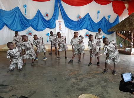 Abschlussfeier der Vorschulklasse Emmanuel Center Kikondo