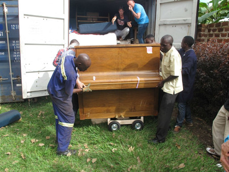 Pianos and grand pianos for Music school arrived