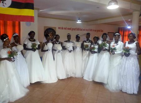 12 Mitarbeiter-Paare heiraten am Gebetsberg