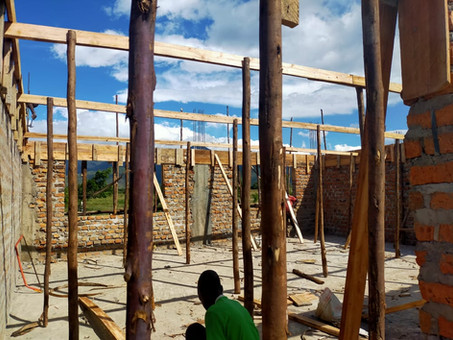 Karamoja: Grundschule (Primary school) im Bau