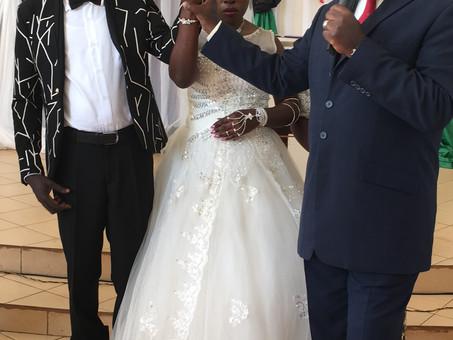 Die Hochzeitsglocken läuten wieder in unserer Blinden-Community in Kikondo