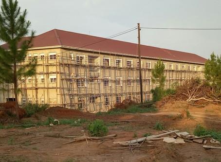 Baufortschritt der Höheren Schule in Nakifuma
