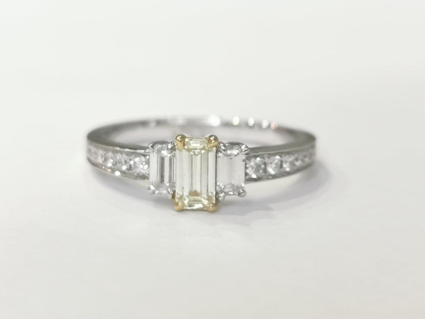 42976 18ct white gold 0.36ct yellow diamond + 0.51ct white diamonds £2500