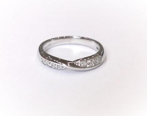 Platinum Chanel Set Diamond Twist Ring