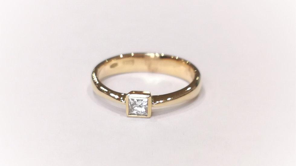 18ct Yellow Gold Princess Cut Diamond Solitaire Ring