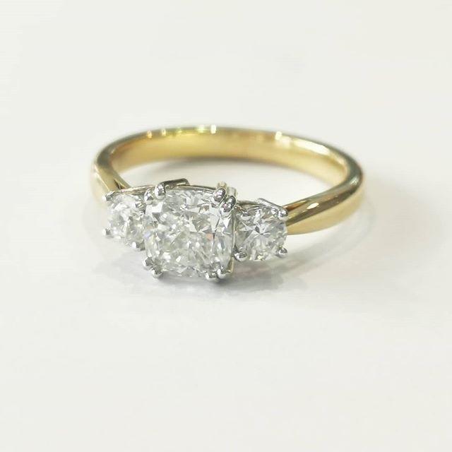 18ct 44228 Yellow Gold three stone diamond ring, 1.25ct E VS2 + 0.38ct E VVS2